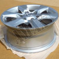 Колесные диски серебристые на Toyota Land Cruiser Prado: R17